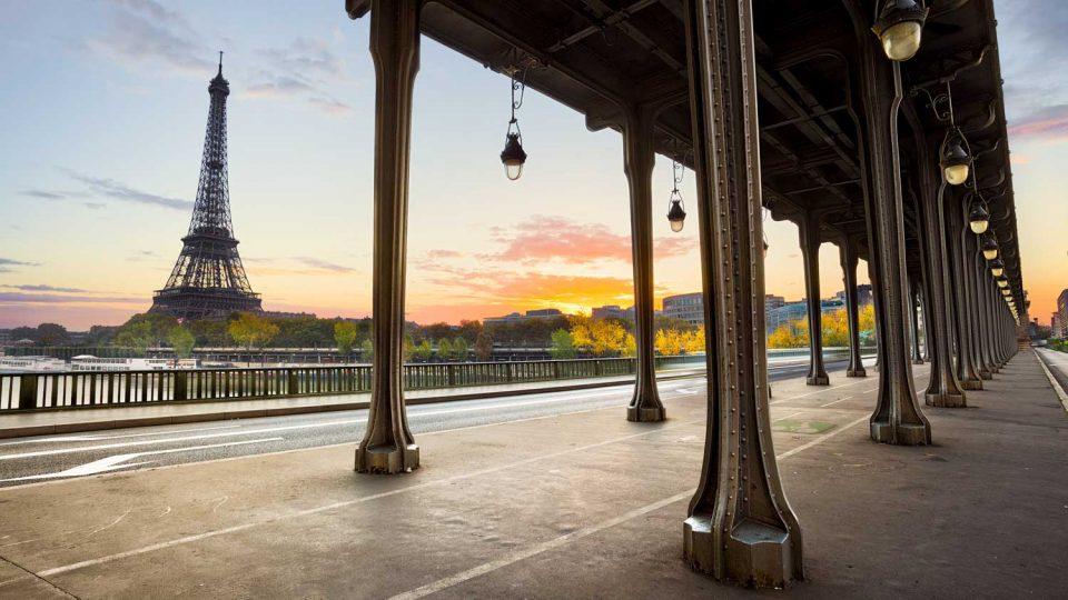 Torre Eiffel vista dal Ponte di Bir-Hakeim. Parigi e dintorni in 5 giorni